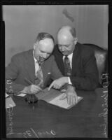 Boxing promoter Dick Donald confers with his lawyer R.D. Knickerbocker, Los Angeles, 1935