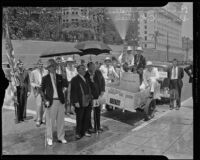 Veterans of the American Legion City Hall Post 387 with Mayor Shaw outside City Hall, Los Angeles, 1935
