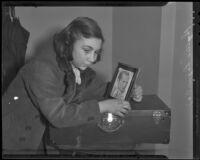 Phyllis Liga, runaway from New York, in police custody, Los Angeles, 1936