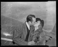 Myrl Alderman and Ruth Etting share a kiss, Los Angeles, 1938