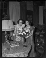 Flora E. Everding and Charmian B. Everding host tea party, Pasadena, 1938