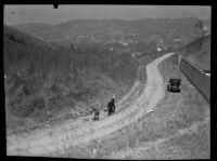 Three men explore the site of a murder on Montecito Drive, Los Angeles, 1922