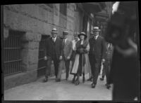 Accused murderer Clara Phillips is escorted to court, Los Angeles, 1922