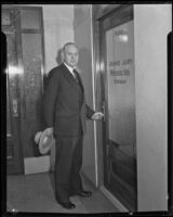 Former Los Angeles mayor John C. Porter entering Grand Jury room, Los Angeles, 1933