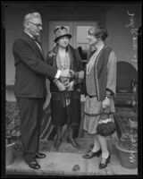 Maude Royden shakes hands with Dr. Frank Dyer as Mabel Dyer looks on, Pasadena, 1928