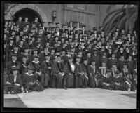 Madam Ernestine Schumann-Heink among U. S. C. graduating class, Los Angeles, 1922