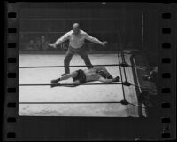 Referee calling a knockout at a Hank Hankinson boxing match, 1935