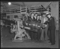 Navy officer shows naval artillery to militia recruits, 1935