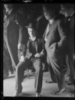 William Edward Hickman handcuffed to detectives Lucas and Raymond during extradition, Oregon, 1927