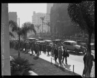 Crowds in front of the Courthouse during the Hickman kidnap and murder trial, Los Angeles, 1927-1928