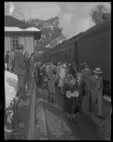 Crowd at a railway station probably awaiting William Edward Hickman, kidnapper and murderer, Dunsmuir, 1927