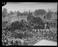 Crowd gathered to mourn the passing of Arthur Letts at the Hollywood Cemetery, Los Angeles, 1923