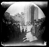 Crowd watching for the arrival of William Sachtleben and Thomas Allen by bicycle at the Masjid-i Kabūd, Tabrīz, Iran, 1891