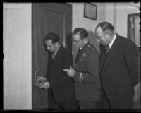 Meyer Golas demonstrates his lock picking skills to Captain Clem Peoples and deputy sheriff William J. Bright, Los Angeles, 1936