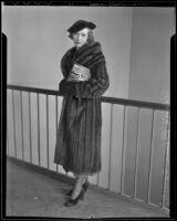 Roxana Gloria Spreckels begins divorce proceedings, Los Angeles, 1936