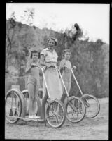 Mother Muriel Lane with her children Gloria and Joan vacationing in California, Palm Springs, 1936