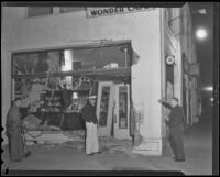 Street car crashes into beer parlor, Los Angeles, 1936