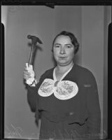 Frances Mabel Willis holds her murder weapon, Los Angeles, 1935