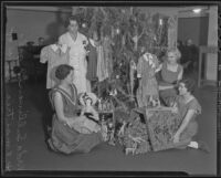 Chief matron Vada Sullivan and some female inmates celebrate Christmas, 1935-1936