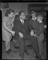 Judge Frank G. Swain decides who gets custody of Alice Cruickshank, Robert Cruickshank, and John Cruickshank, Los Angeles, 1935