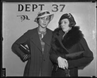 Suzzett Toby and Jane Emerson at divorce trial, Los Angeles, 1936