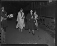 Elaine Barrie, Edna Jacobs, and Mrs. William Farnum run to catch a train, Los Angeles, 1936
