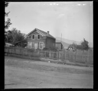 Abandoned house standing on the edge of town, Yreka, 1898