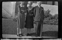 Dode Witherby, Mertie West and Wes Witherby pose in front of W. W. Witherby's residence, Los Angeles, 1943