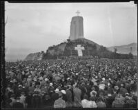 Crowds gather at Forest Lawn Cemetery on Easter Morning, Los Angeles, 1936