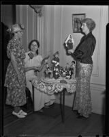 Mrs. Howard Liner, Jeane Langhorst Gould and Mayes Donoho admire dolls, Los Angeles, 1936