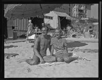 Maury Willows and Electra Waggoner enjoy the beach at the Ambassador, Los Angeles, 1936