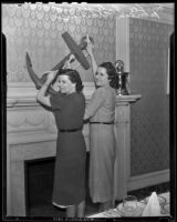 Mrs. Lee Fitzgerald and Patricia O'Connor plan a reunion tea for Kappa Delta Chi, Los Angeles, 1939